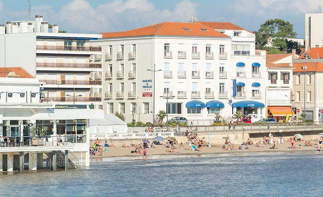 Grand hotel de la plage royan royan france for Hotel appart royan